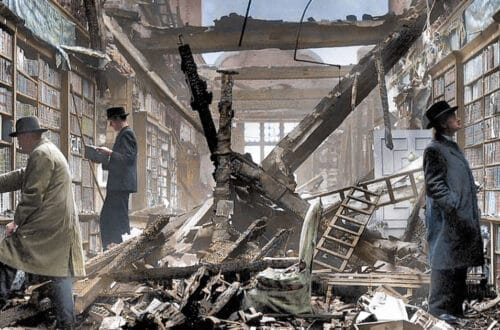 Ruínas da bilbioteca de Holland House, em Londres, pós bombardeio em 1940